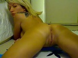 Mommy dildoes her pussy on webcam for some extra income